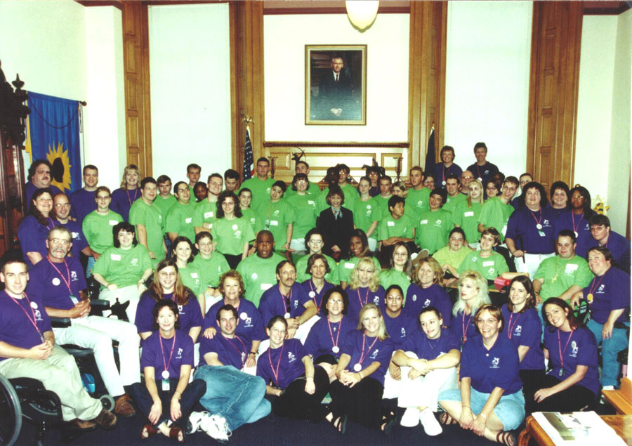 2002 KSYLF participants pose in the Governor's office of State Capital