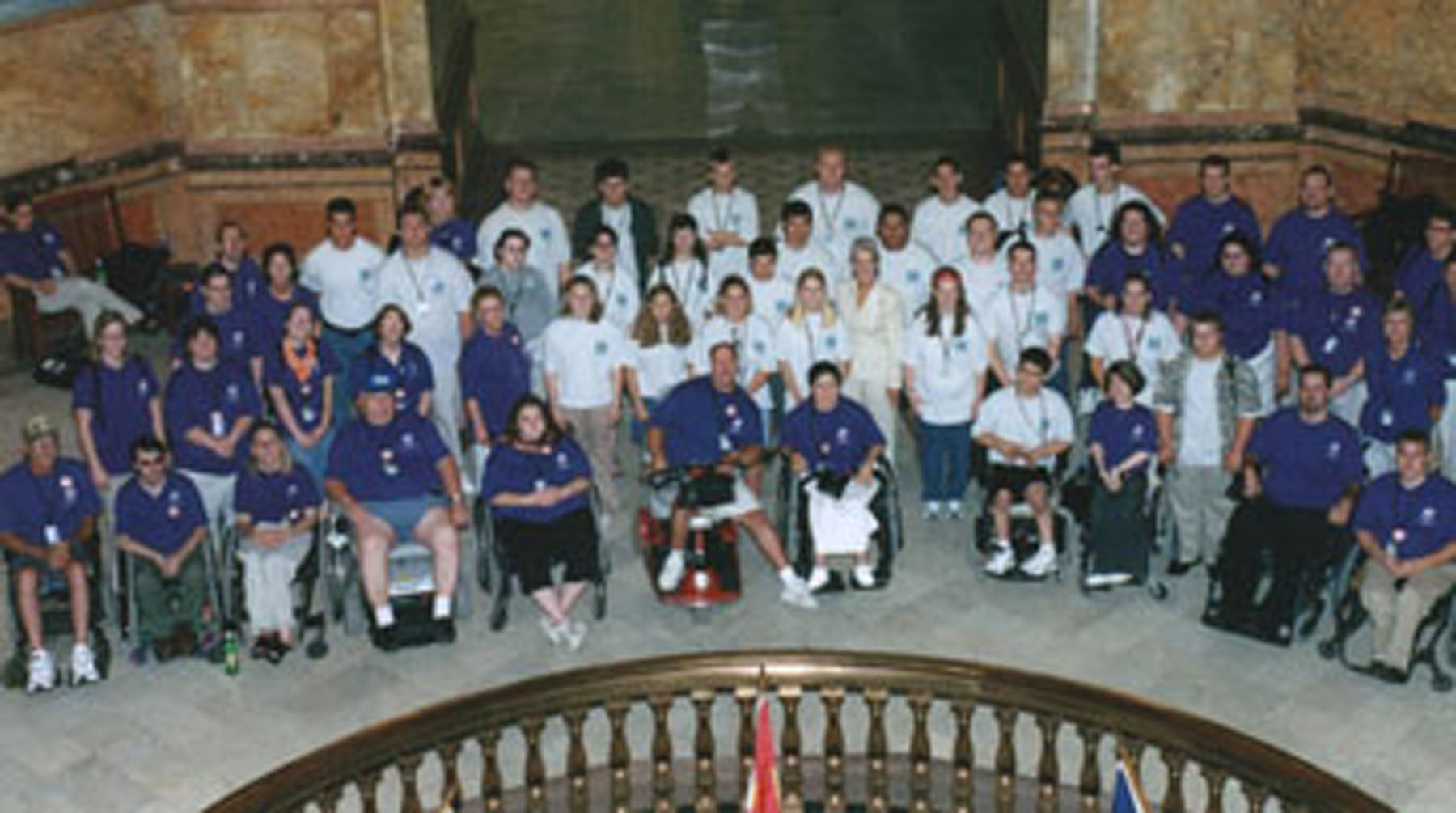 2004 KSYLF participants pose in rotunda of Capital